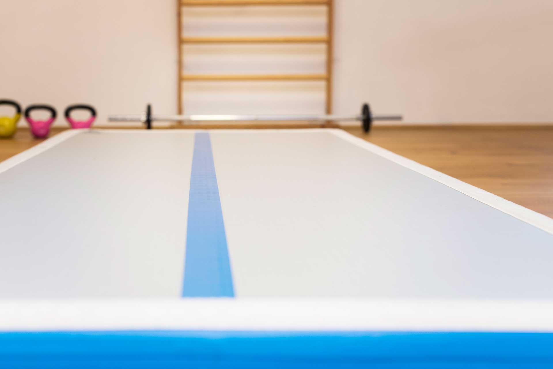 Therapiezentrum Stubai - Detail Fitnessraum, Fitnessmatte, Sprossenwand